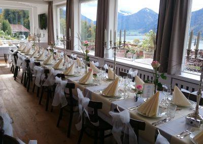 Basislager Schliersee Hochzeit Tafeln festlich