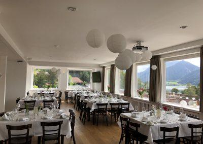 Basislager Schliersee Hochzeit  Tische