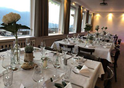 Basislager Schliersee Hochzeit Tisch eingedeckt Inseln 2