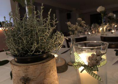 Basislager Schliersee Hochzeit Tisch eingedeckt winterlich